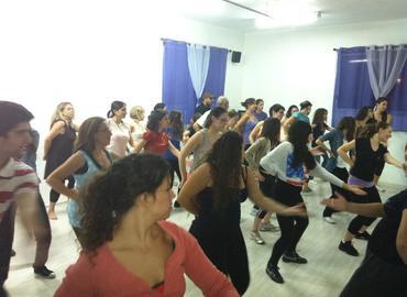 סלסה אפשר לרקוד גם לבד! ריקודים לטיניים לנשים