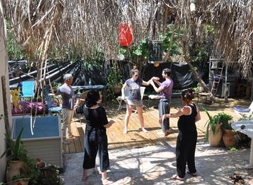 אימון משותף בשיטת הצ`י גונג בפארק עם גל