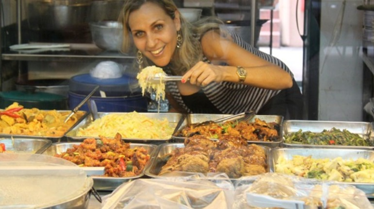 Discover Singapore Cuisine on the Hawker Trail