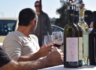 לחיים! - סיור וטעימות יינות ללא הגבלה ביקב כהונב