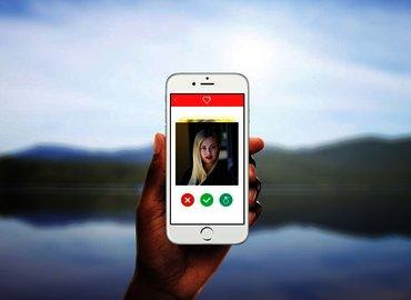 LDN Talks @Night | Should I Swipe Right?