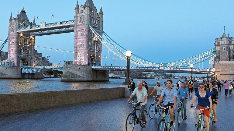 Bike the Night through London with Expert Guides