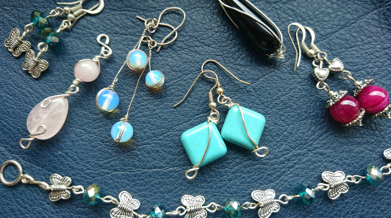 Make your own jewellery  +Tea and cakes