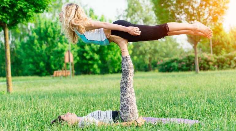 Learn How to Fly : Acroyoga Experience
