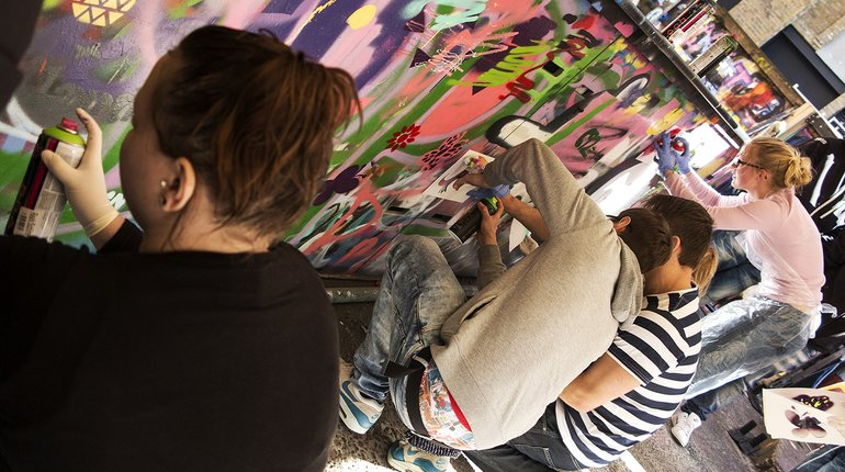Street Art Tour & Spray Painting Workshop