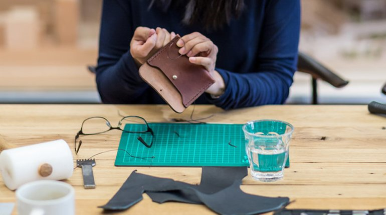 Make Your Own Leather Purse with a Fashion Designer