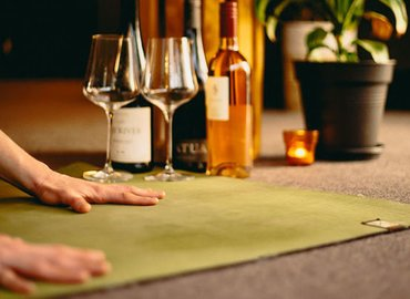 POP UP YOGA (Yoga & Wine Night)