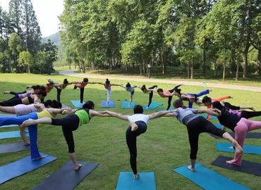 Yoga Al Fresco| The Prestige Field - RAFFLES PLACE