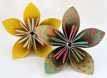 Learn to make Gorgeous Origami Flowers