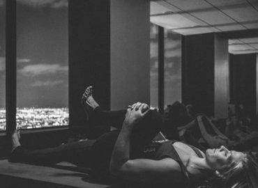 Wine Yoga & Citylights| Rooftop Pool-deck