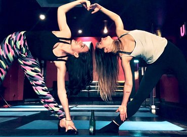 Couple Yoga - Yoga for Friends and Partners